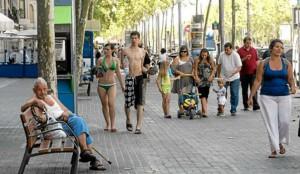 Купальники на улицах Барселоны - Фото: 20minutos.es