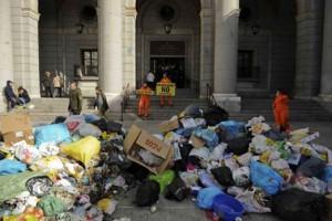 Гринпис устраивает свалку в Мадриде - Фото: Greenpeace